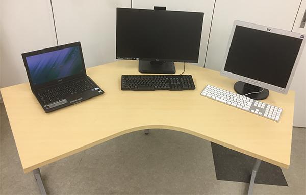 l字デスク モニタを3台置いても余裕のスペース